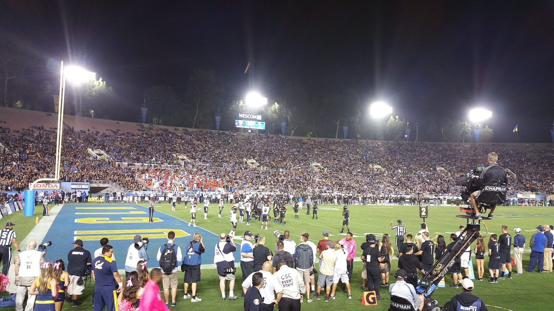 UCLA Football At The Rose Bowl. Photo Credit: dabruins07 | Under Creative Commons License